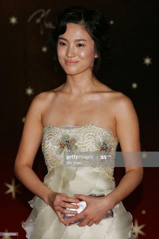 Nhan sắc mỹ miều như Song Hye Kyo, Son Ye Jin... cũng có khoảnh khắc tuột dốc không phanh vì phấn son, váy áo - Ảnh 1.