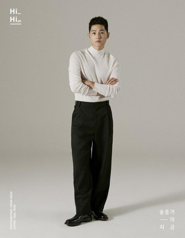 Bộ ảnh solo đầu tiên của Song Joong Ki hậu ly hôn với Song Hye Kyo: Soái khí ngút ngàn khiến chị em nguyện xin hàng - Ảnh 6.