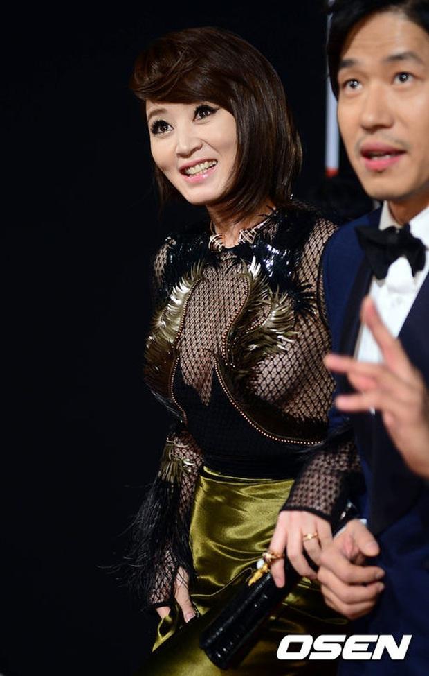 Nhan sắc mỹ miều như Song Hye Kyo, Son Ye Jin... cũng có khoảnh khắc tuột dốc không phanh vì phấn son, váy áo - Ảnh 11.