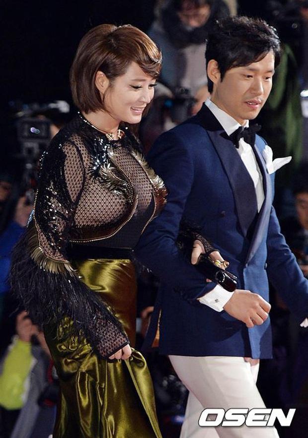 Nhan sắc mỹ miều như Song Hye Kyo, Son Ye Jin... cũng có khoảnh khắc tuột dốc không phanh vì phấn son, váy áo - Ảnh 12.