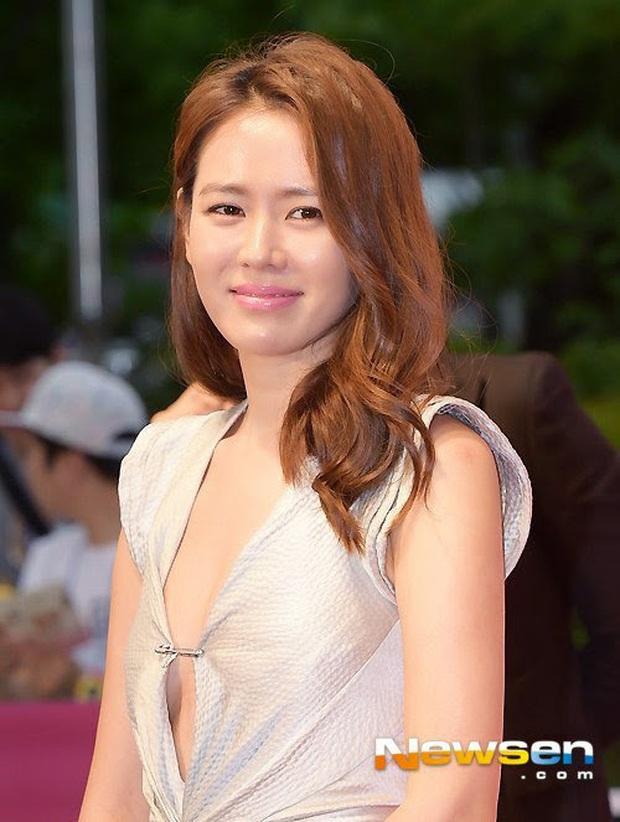 Nhan sắc mỹ miều như Song Hye Kyo, Son Ye Jin... cũng có khoảnh khắc tuột dốc không phanh vì phấn son, váy áo - Ảnh 3.