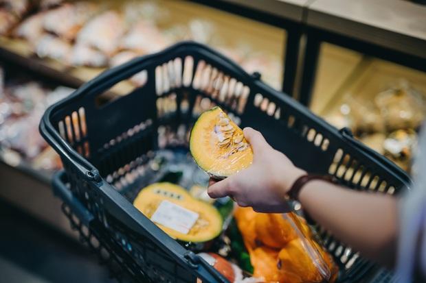 Nhân viên siêu thị tiết lộ về độ tươi ngon của rau củ quả: Có khi để cả năm, chưa rửa đã xếp lên kệ - Ảnh 4.