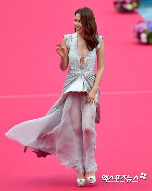 Nhan sắc mỹ miều như Song Hye Kyo, Son Ye Jin... cũng có khoảnh khắc tuột dốc không phanh vì phấn son, váy áo - Ảnh 4.