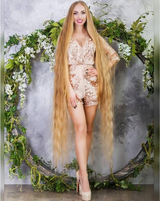 5 năm không cắt tóc, cô gái gây choáng khi thả tung mái tóc dài ấn tượng, các anh mê mẩn xin được chạm vào dù chỉ một lần - Ảnh 5.