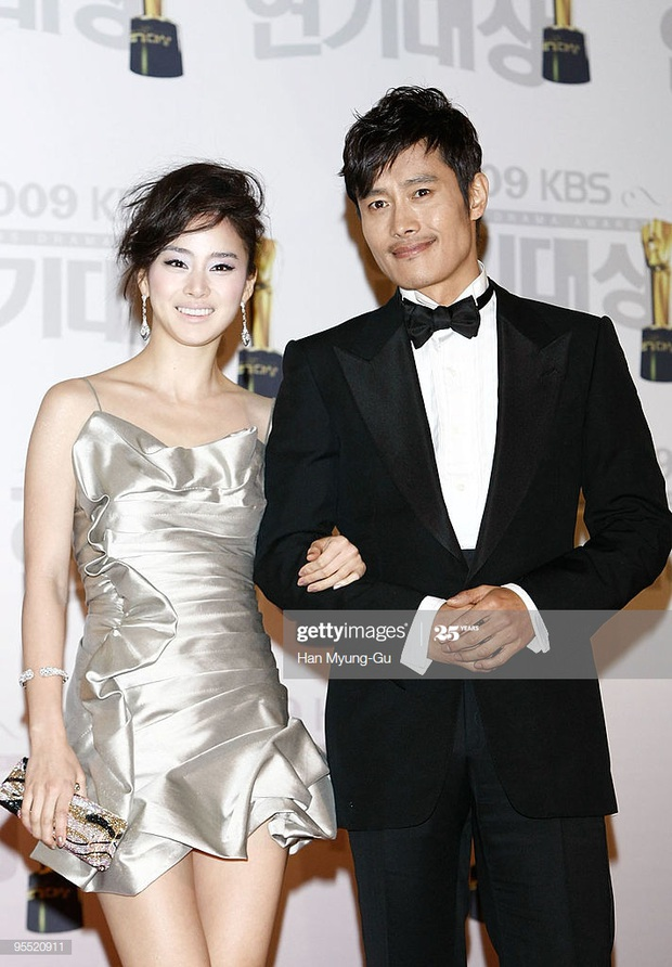 Nhan sắc mỹ miều như Song Hye Kyo, Son Ye Jin... cũng có khoảnh khắc tuột dốc không phanh vì phấn son, váy áo - Ảnh 5.