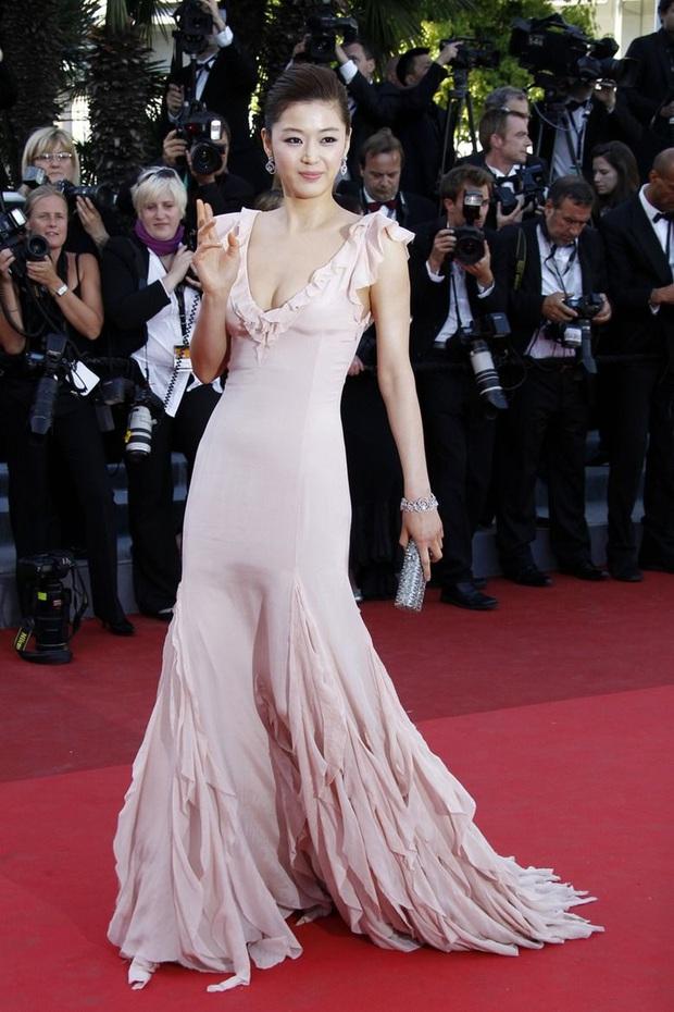 Nhan sắc mỹ miều như Song Hye Kyo, Son Ye Jin... cũng có khoảnh khắc tuột dốc không phanh vì phấn son, váy áo - Ảnh 8.