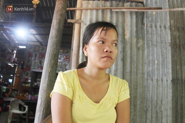 Xót cảnh 2 đứa trẻ sống cạnh những ngôi mộ, chẳng biết nói chuyện, ngày ngày đợi mẹ khờ đi xin thuốc về uống - Ảnh 4.