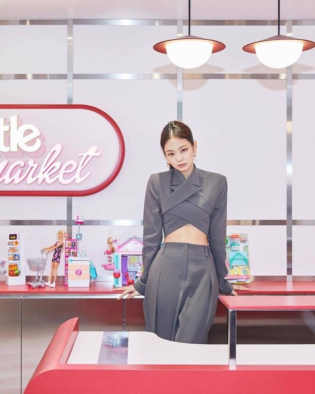 2 chiếc áo Jennie mới diện được chị em tranh nhau tìm mua, hot hit đến độ brand Hàn phải mở pre-order để đáp ứng - Ảnh 8.