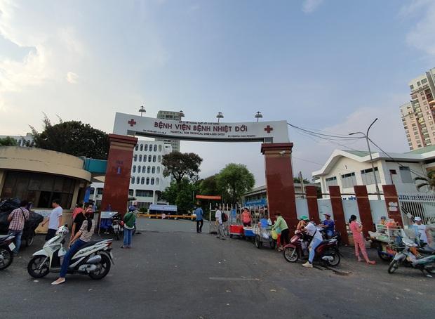 Người phụ nữ nghi nhiễm COVID-19 đi đường mòn từ Trung Quốc về Việt Nam còn sốt nhẹ, âm tính lần 2 với SARS-COV-2 - Ảnh 1.