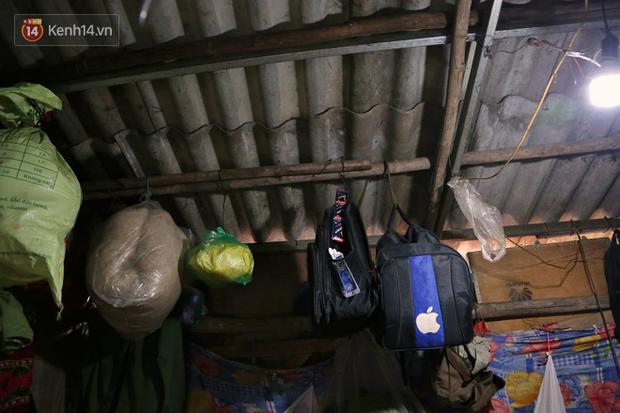 Người nghèo oằn mình trong căn phòng trọ bằng tôn cao chưa đầy 4m dưới nắng nóng 50 độ ở Hà Nội: Giữa trưa hơi nóng phả xuống không khác gì cái lò nướng cỡ lớn - Ảnh 7.