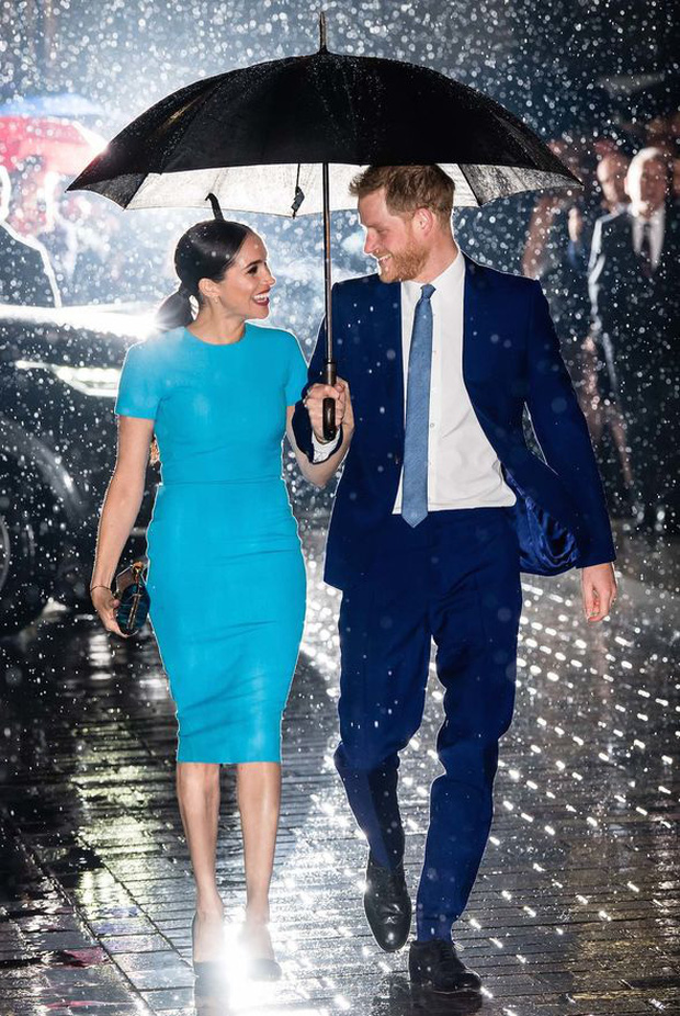Vợ chồng Meghan Markle và Harry được phép rời bỏ gia đình Hoàng tộc, nhưng con trai 1 tuổi của họ thì không? - Ảnh 4.