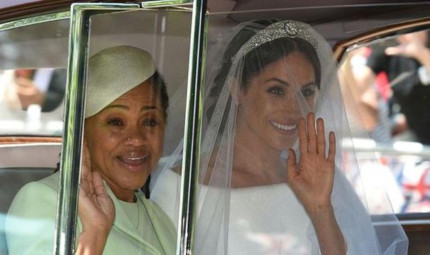 Vợ chồng Meghan Markle và Harry bị tố thất hứa khi vẫn dùng tước hiệu Hoàng gia trước đây của mình sau khi đã dứt áo ra đi - Ảnh 2.