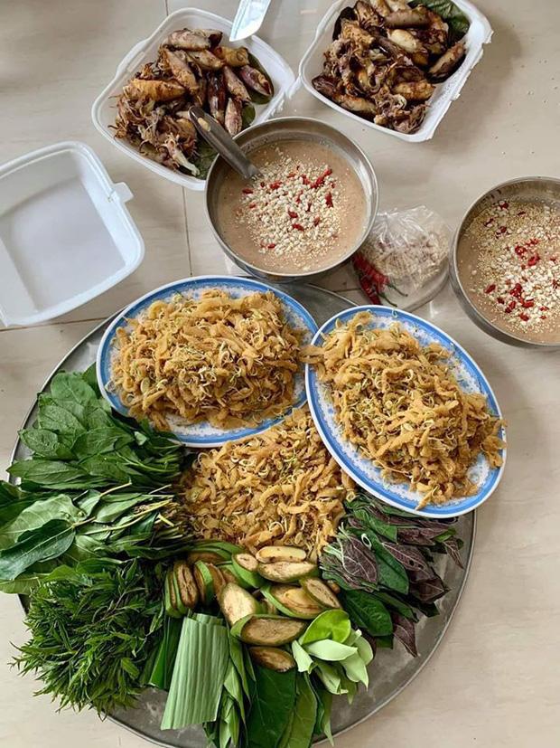 """Món gỏi """"cầu kỳ"""" nhất Việt Nam: Từ tên gọi, nguyên liệu đến cách thưởng thức đều phức tạp, có tiền chưa chắc ăn được - Ảnh 1."""