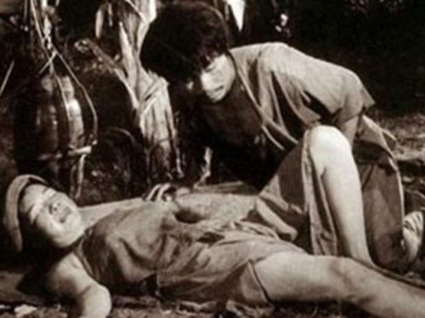 7 cảnh nóng từng gây chấn động làng phim Việt: Số Đỏ tưởng bị cấm chiếu nhưng vẫn lội ngược dòng với vô vàn cảnh gợi cảm - Ảnh 1.