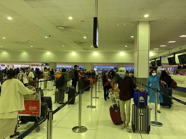 Đưa 344 công dân Việt Nam từ Úc và New Zealand về nước tại Tân Sơn Nhất - Ảnh 1.