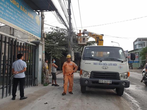 [HY HỮU] Dây điện rơi xuống đường sau khi cháy, một người đàn ông bị giật chết - Ảnh 2.