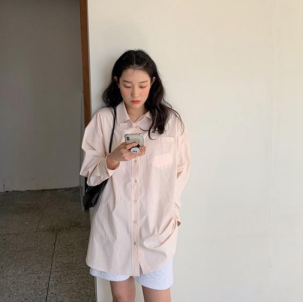 Đã bao mùa Hè trôi qua, sao Hàn vẫn chưa chán một kiểu áo sơ mi ai mặc cũng đẹp và sành điệu hơn gấp bội - Ảnh 11.