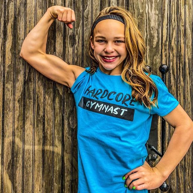 Nữ VĐV nhí mới 10 tuổi đã có 6 múi căng đét cùng cơ bắp cuồn cuộn, gây choáng khi hé lộ số thời gian tập luyện mỗi tuần - Ảnh 7.