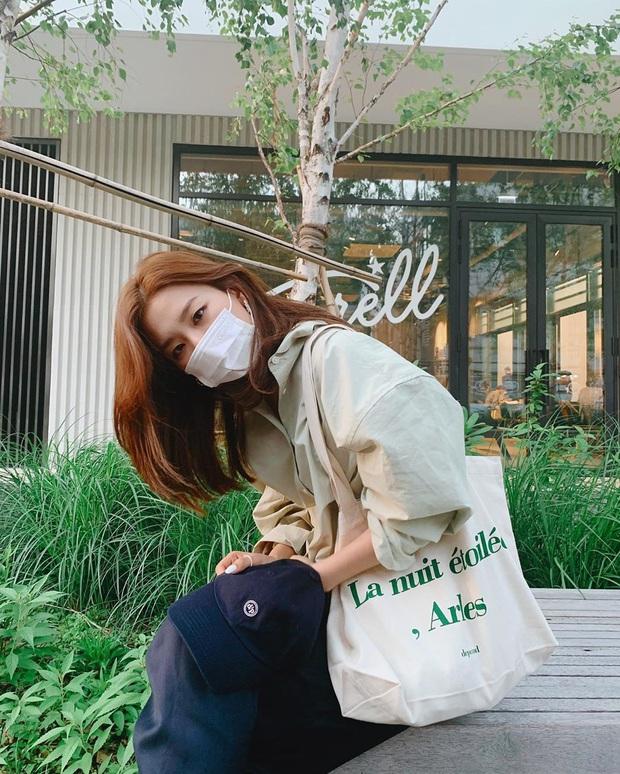 Đã bao mùa Hè trôi qua, sao Hàn vẫn chưa chán một kiểu áo sơ mi ai mặc cũng đẹp và sành điệu hơn gấp bội - Ảnh 7.