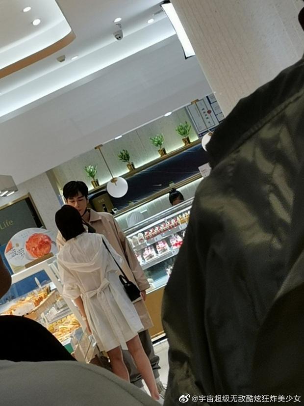 Netizen mừng hớn vì stylist Cá Mực Hầm Mật 2 cho nữ chính cắt tóc nhưng màn tình tứ trên xe đẩy hàng vẫn cứ sai sai? - Ảnh 6.