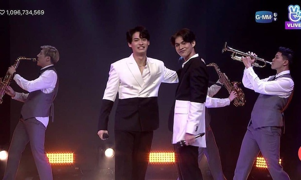 Fanmeeting toàn cầu của cặp nam thần Thái Bright - Win: Quy mô chưa từng có, nhưng hot nhất là cái ôm của cặp đam mỹ - Ảnh 2.