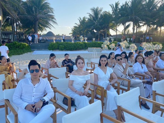 Hé lộ loạt ảnh đầu tiên của dàn sao trong tiệc cưới Phanh Lee: Quỳnh Nga, Vân Hugo lên đồ sang chảnh, rạng rỡ mừng hạnh phúc bạn thân! - Ảnh 9.