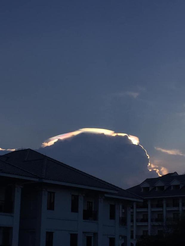 HOT: Hiện tượng mây ngũ sắc tuyệt đẹp mới xuất hiện tại Việt Nam, dân tình thích thú khoe ảnh cực ảo - Ảnh 5.