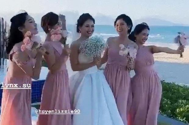 Hé lộ loạt ảnh đầu tiên của dàn sao trong tiệc cưới Phanh Lee: Quỳnh Nga, Vân Hugo lên đồ sang chảnh, rạng rỡ mừng hạnh phúc bạn thân! - Ảnh 5.