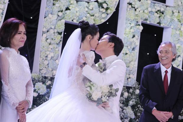 Đám cưới càng kín càng hot của sao Vbiz: Tóc Tiên và bộ đôi Trường Giang - Trấn Thành đánh úp, Phanh Lee quyết giữ kín điều này - Ảnh 20.