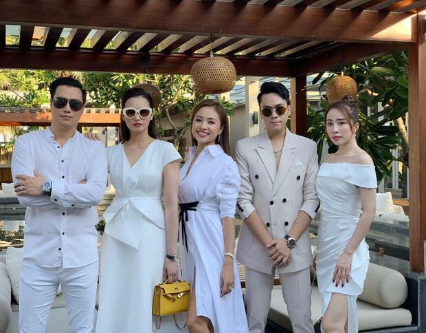 Hé lộ loạt ảnh đầu tiên của dàn sao trong tiệc cưới Phanh Lee: Quỳnh Nga, Vân Hugo lên đồ sang chảnh, rạng rỡ mừng hạnh phúc bạn thân! - Ảnh 8.