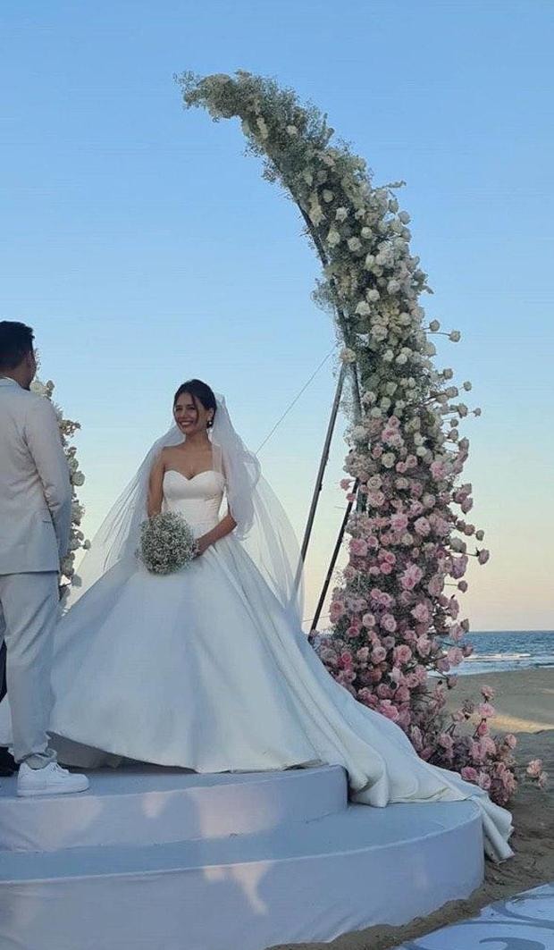 Đám cưới Phanh Lee và tổng giám đốc tập đoàn nghìn tỷ: Cô dâu xinh đẹp rạng rỡ, MC Thu Hoài - Huyền Lizzie làm phù dâu - Ảnh 9.