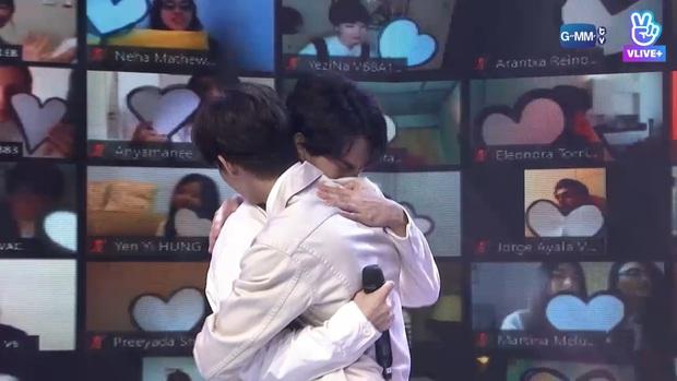 Fanmeeting toàn cầu của cặp nam thần Thái Bright - Win: Quy mô chưa từng có, nhưng hot nhất là cái ôm của cặp đam mỹ - Ảnh 28.