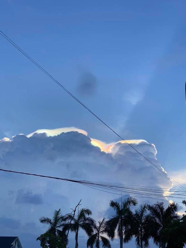 HOT: Hiện tượng mây ngũ sắc tuyệt đẹp mới xuất hiện tại Việt Nam, dân tình thích thú khoe ảnh cực ảo - Ảnh 10.