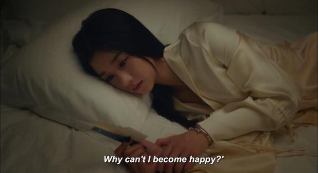 """3 điểm giống nhau của nàng thơ của Kim Soo Hyun và """"chị Nguyệt"""" IU: Cửa trên so với nam chính, đam mê biến màn ảnh thành sàn catwalk - Ảnh 6."""