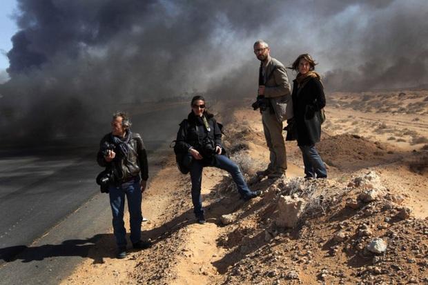 Chùm ảnh: vì sao phóng viên, nhà báo lại là một trong những nghề nguy hiểm nhất thế giới - Ảnh 1.