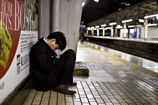 Bộ ảnh về cuộc sống đáng sợ của dân công sở Nhật: Say xỉn là nghĩa vụ, làm việc như máy và thờ ơ với tình dục - Ảnh 11.