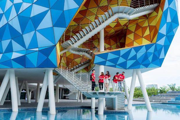 Top 10 trường ĐH chỉ dành cho con nhà giàu ở Việt Nam: VinUni leo top 1, RMIT tụt hạng, có vài cái tên lạ hoắc - Ảnh 4.