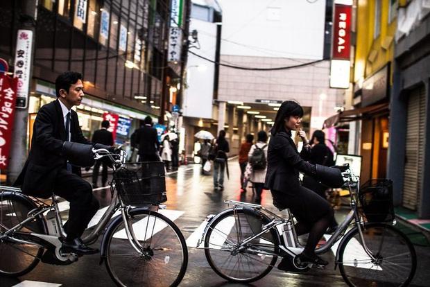 Bộ ảnh về cuộc sống đáng sợ của dân công sở Nhật: Say xỉn là nghĩa vụ, làm việc như máy và thờ ơ với tình dục - Ảnh 10.