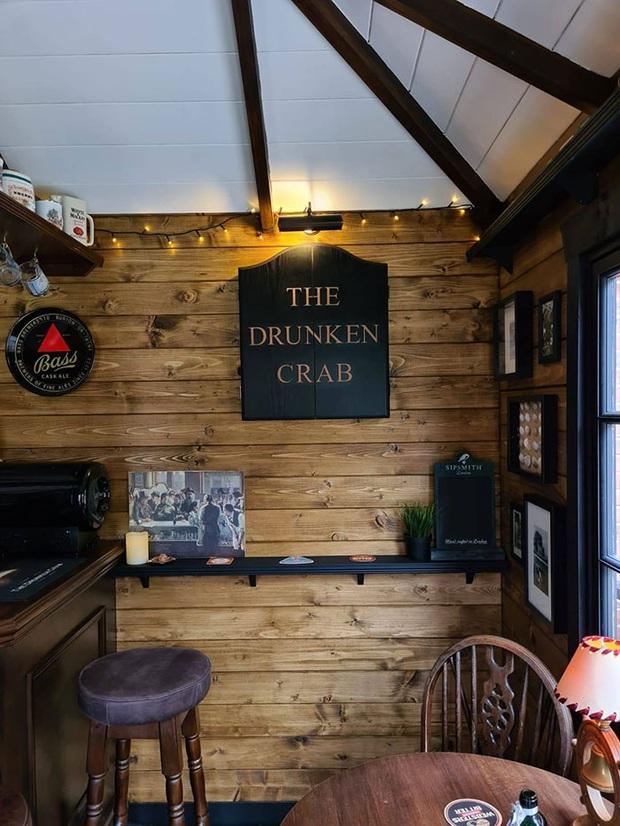 Rảnh rỗi mùa giãn cách xã hội, cặp đôi tự dựng hẳn một mini pub sau vườn và thành quả khiến dân thiết kế cũng phải trầm trồ thán phục  - Ảnh 8.