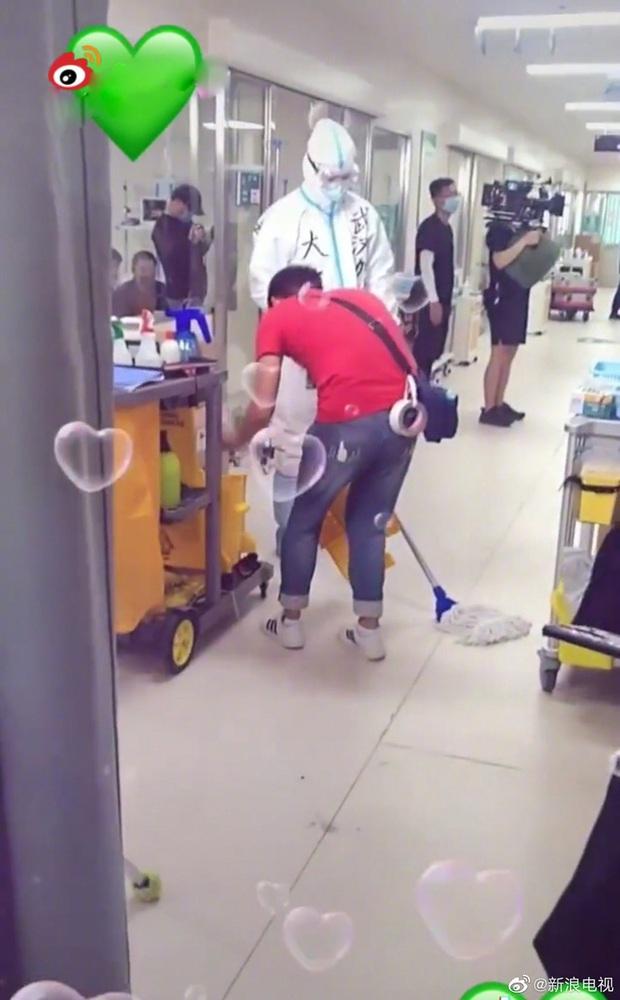 Đặng Luân mặc đồ bảo hộ kín mít đóng phim chống dịch, fan hào hứng mong chờ ngày lên sóng - Ảnh 3.