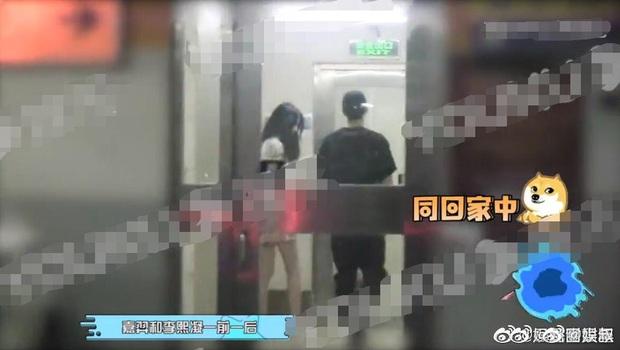 Rộ ảnh bạn trai cũ Khổng Tuyết Nhi (THE9) thập thò hẹn hò qua đêm với học trò bị chê bai nhiều nhất của Lisa trong TXCB - Ảnh 2.