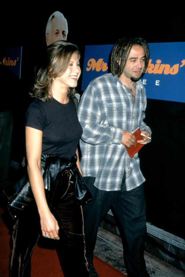 Khi mỹ nhân Hollywood hẹn hò người yêu cũ của bạn thân: Selena Gomez vẫn giữ được tình chị em thân thiết, Jennifer Aniston và Courteney Cox từng nghỉ chơi nhau - Ảnh 5.