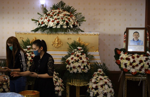 Đau lòng cựu cầu thủ Thái Lan đột ngột qua đời vì tai nạn thảm khốc: Thủ phạm bỏ trốn khỏi hiện trường, gia đình vẫn chưa hết sốc  - Ảnh 2.