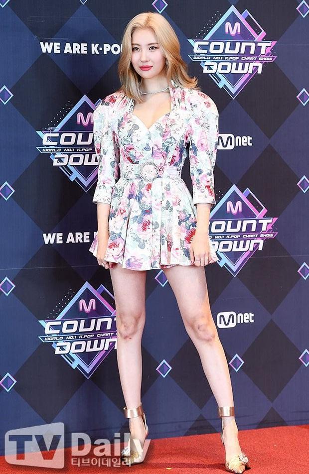 """Idol Kpop và vũ đạo """"thử sức bền"""" của đầu gối: Nhìn BTS, NCT nhảy mà thấy đau; IZ*ONE, GFRIEND gây xót xa với đôi chân tím bầm, trầy trụa - Ảnh 18."""