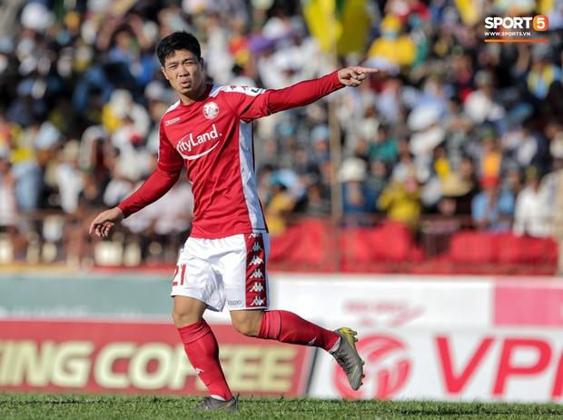 Đội hình tiêu biểu giai đoạn 1 V.League 2020: Công Phượng sát cánh bạn thân và đồng hương thầy Park - Ảnh 9.