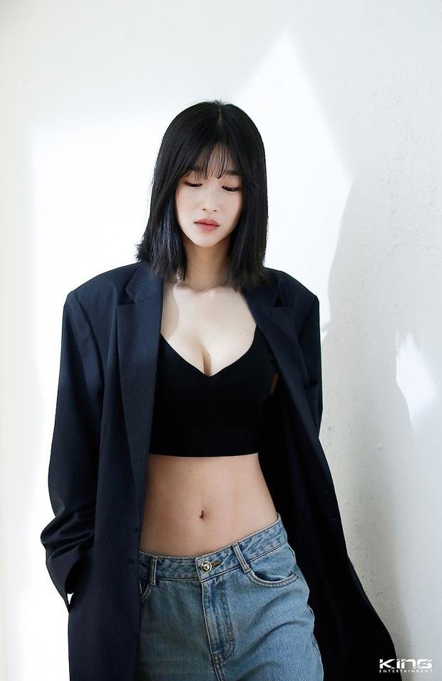 Dân tình đang cuồng body nữ chính hot hơn cả Kim Soo Hyun trong Điên thì có sao: Vòng 1 nóng hừng hực, chân so được cả với Lisa - Ảnh 7.