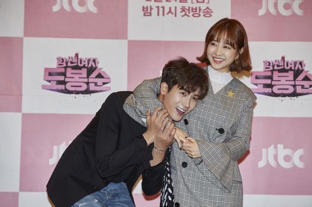 5 cặp màn ảnh tình như hẹn hò thật: Hyun Bin - Son Ye Jin, Park Shin Hye lộ bằng chứng, couple Thư ký Kim gây sốc vì quá gắt - Ảnh 29.