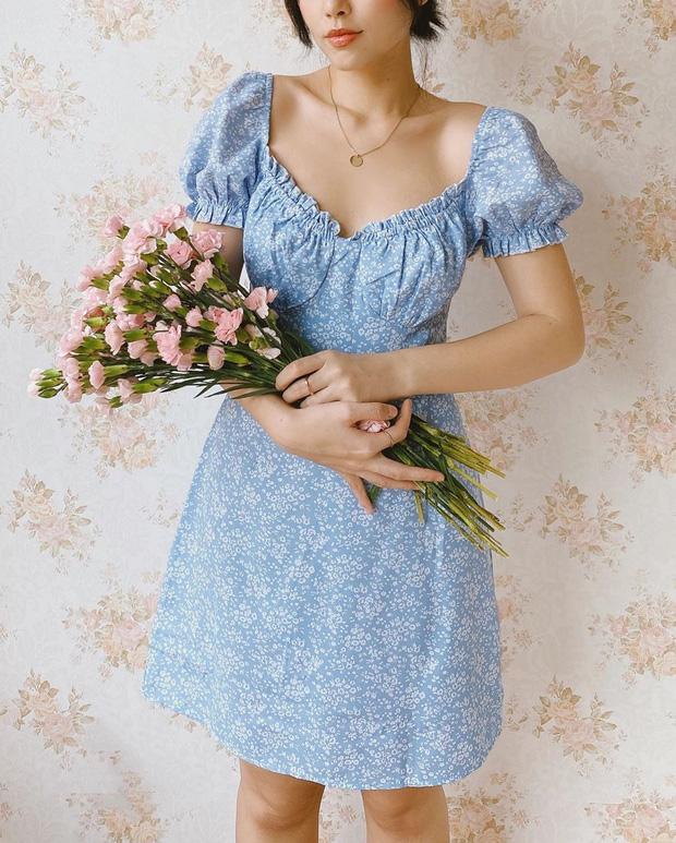 Váy hoa nhí năm nay toàn kiểu xinh quá mức quy định, xem xong 10 mẫu này là nàng nào cũng muốn quẩy ngay 1 em - Ảnh 1.