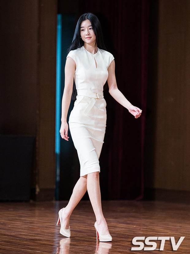 Dân tình đang cuồng body nữ chính hot hơn cả Kim Soo Hyun trong Điên thì có sao: Vòng 1 nóng hừng hực, chân so được cả với Lisa - Ảnh 15.