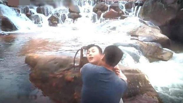 4 bố dượng trời hành ở phim Việt: Trùm phản diện Quỳnh Búp Bê chưa ám ảnh bằng Trung Dũng của Hải Đường Trong Gió - Ảnh 6.